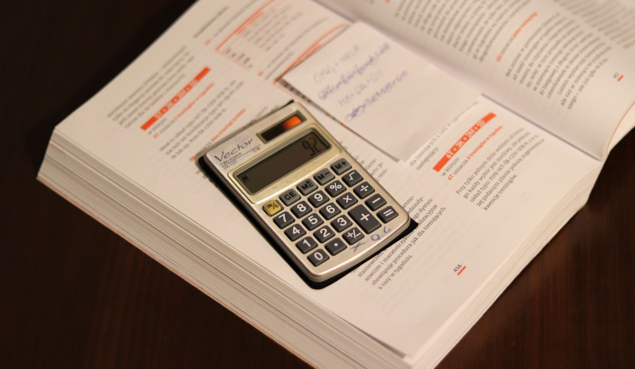 Zaawansowany kalkulator dla biegu z narastającą prędkością